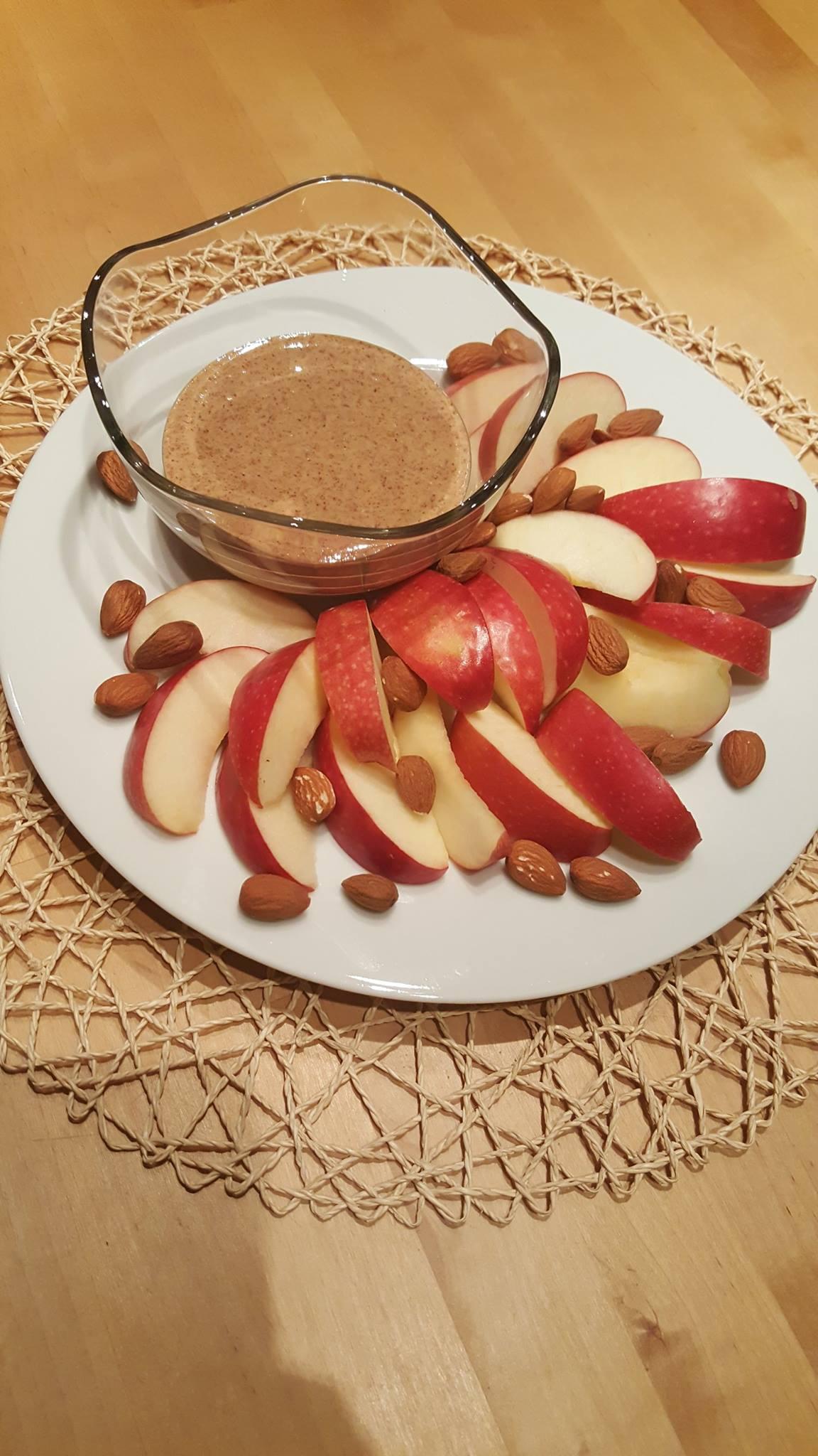 Body Detox Diet. Apple and almond nuts snack. https://www.wocdetox.com/body-detox-diet.html